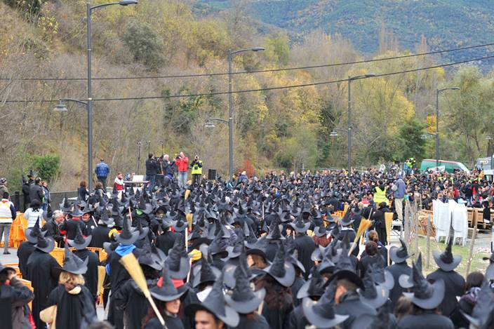 Witch gathering Guinness Record held by La Bruixa d'Or